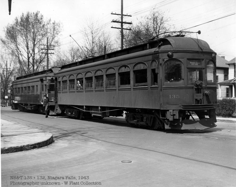 NST 135 & 132, Niagara Falls, 1943